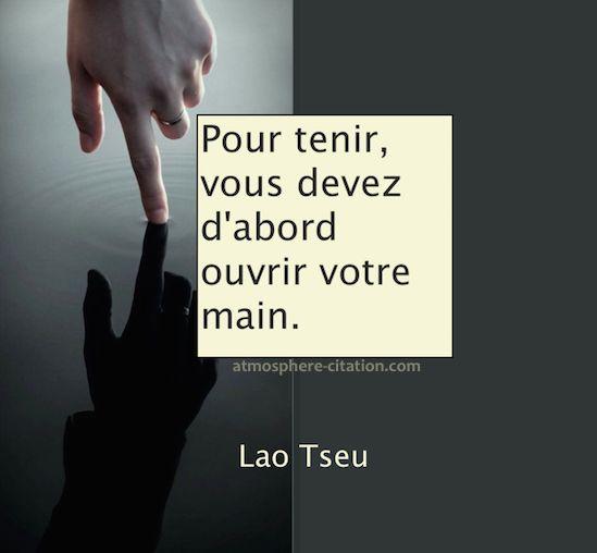 Pour tenir, vous devez d'abord ouvrir votre main  Trouvez encore plus de citations et de dictons sur: http://www.atmosphere-citation.com/populaires/pour-tenir-vous-devez-dabord-ouvrir-votre-main.html?
