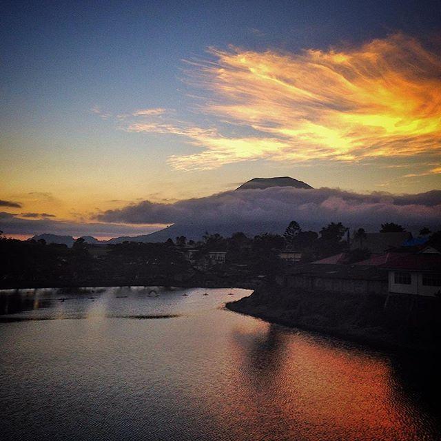 Sunset in the beautiful flower city of Tomohon. north Sulawesi. #tomohon #sunset #pond #FlowerCiy #northSulawesi #manado #Lokon #volcano #mountLokon #indonesia #senja #dusk #instatravel #minahasa #senja #sore #peaceful #wanderlust #silhouette #sky