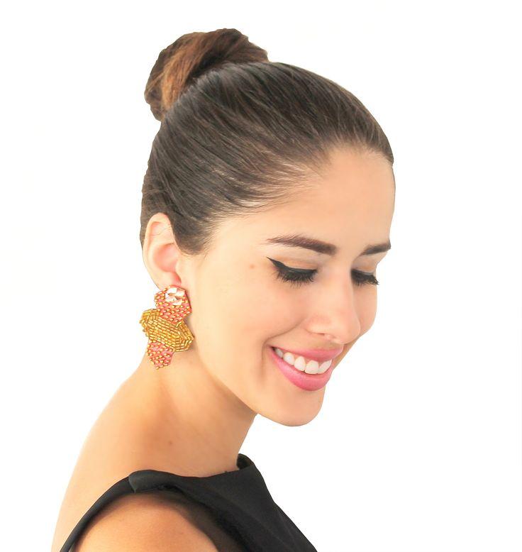 Zarcillos Encanto ❤ Para un look de sábado por la noche muy glamuroso  Si quieres conocer más de nuestros diseños escríbenos a arenabyastrid@gmail.com Para mas info 0057304426072 y 00584161703728 #earring #fashion #handmade #trendy #accesories #chic