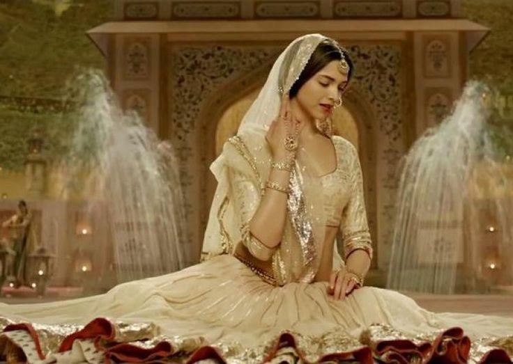Deepika Padukone Agreed to Work in 'Padmavati' Movie ...