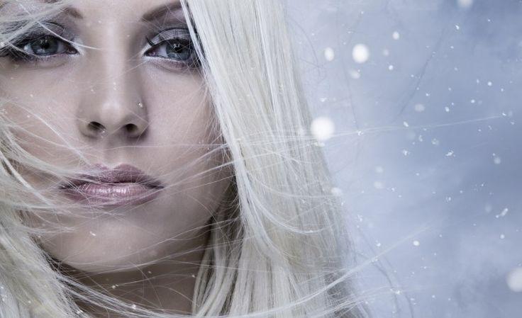Магнитятся волосы: возможные причины. Влажный воздух, натуральные расчески, правильный фен – способы устранения проблемы магнитящихся волос. Эффективные маски и ополаскиватели.