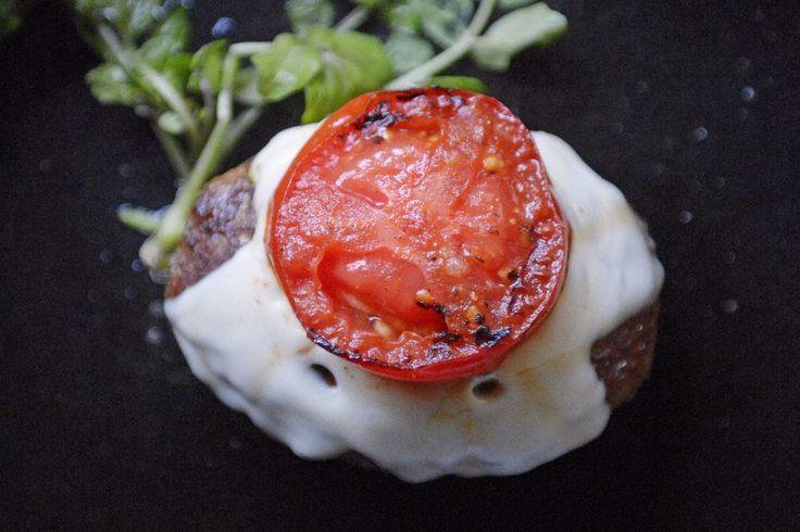 夏に爽快 フレッシュトマトチーズのハンバーグ