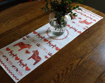 Swedish Dala Horse Linen Table Runner in Red and White