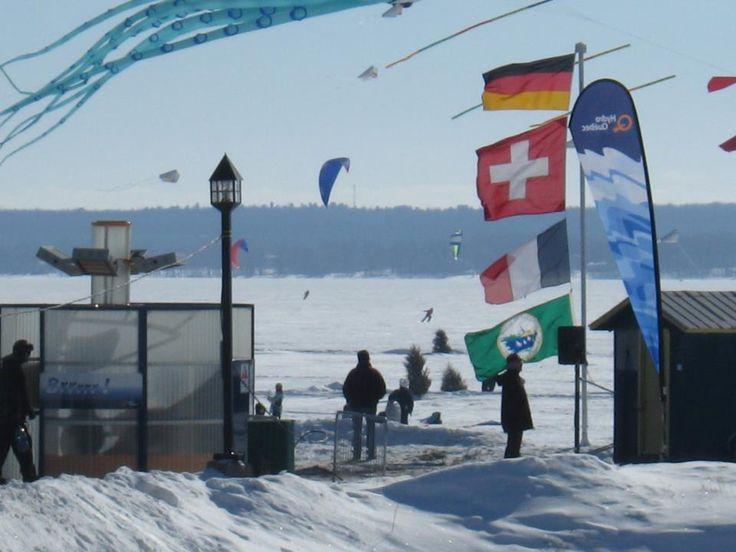 Le 16 et 17 février prochain aura lieu le célèbre FESTI-VENT SUR GLACE au Lac des Deux-Montagnes à Saint-Placide! Il s'agit du plus grand festival hivernal de cerfs-volants au Canada! Venez y faire un tour!