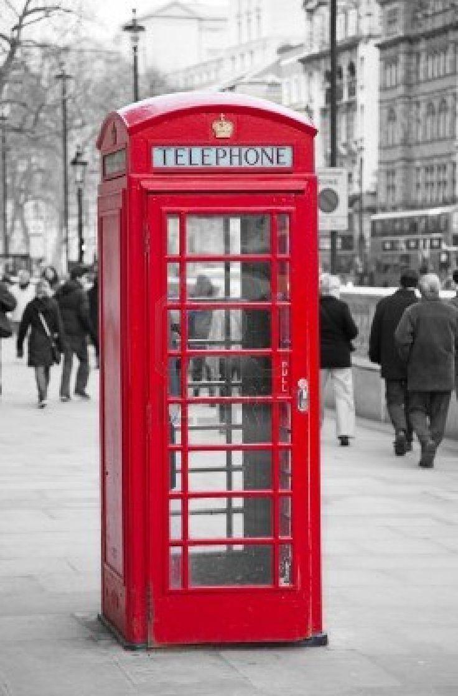 El Arq. Sir Giles Gilbert Scott diseño la tipica cabina telefonica londinense en 1910