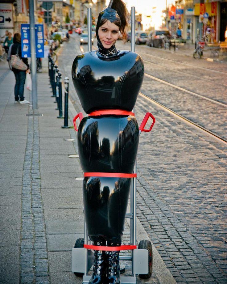 #latexgirl #bondage #latexinpublic #gummi #rubber #inflatable #fetishmodel #demask
