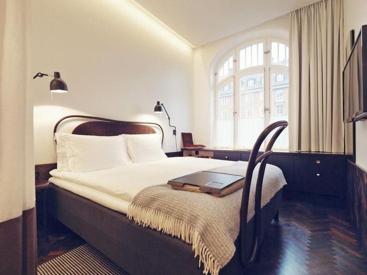 Miss Clara är Nobisgruppens nya förstklassiga hotell på Sveavägen 48 i Stockholm, en av de mest urbana adresser som Sverige och Norden har att erbjuda.