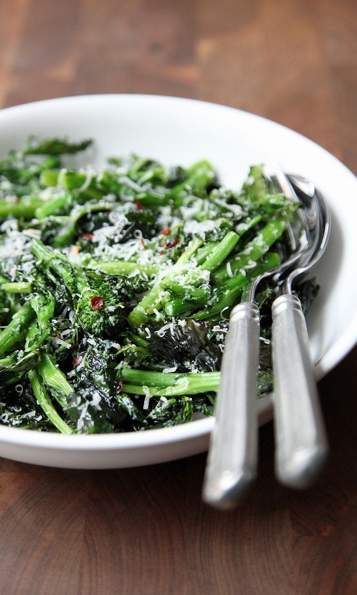 If you enjoy the assertive, slightly bitter flavor (and the affiliated health benefits) of brussels sprouts, broccoli, and kale, there's another cruciferous vegetable that should be on your radar: broccoli rabe. Also known as rapini, this leafy brassica is a bit more bitter and nutty than broccoli. Texture wise, it's mostly stems and leaves, with a few florets in the mix.