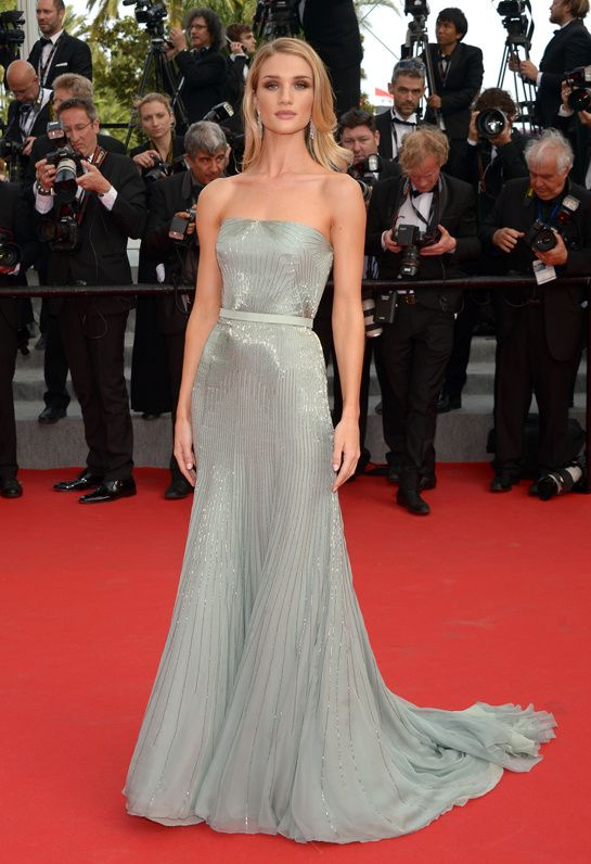 Cara Delevingne de Chanel em Cannes: Rosie Huntington-Whiteley deslumbrante de Victoria Beckham primavera 2014 e Louboutins, no aniversário da Magnum em Ca