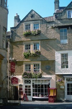 SALLY'S IS STILL STANDING - Sally Lunn's, the oldest building in Bath, dates back to 1492 and is now a thriving restaurant and bakery. CNS Photo by Beverly Mann.
