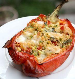 Peperoni ripieni di quinoa e zucchine   http://www.ilpastonudo.it/verdure/peperoni-ripieni-di-quinoa-e-zucchine/
