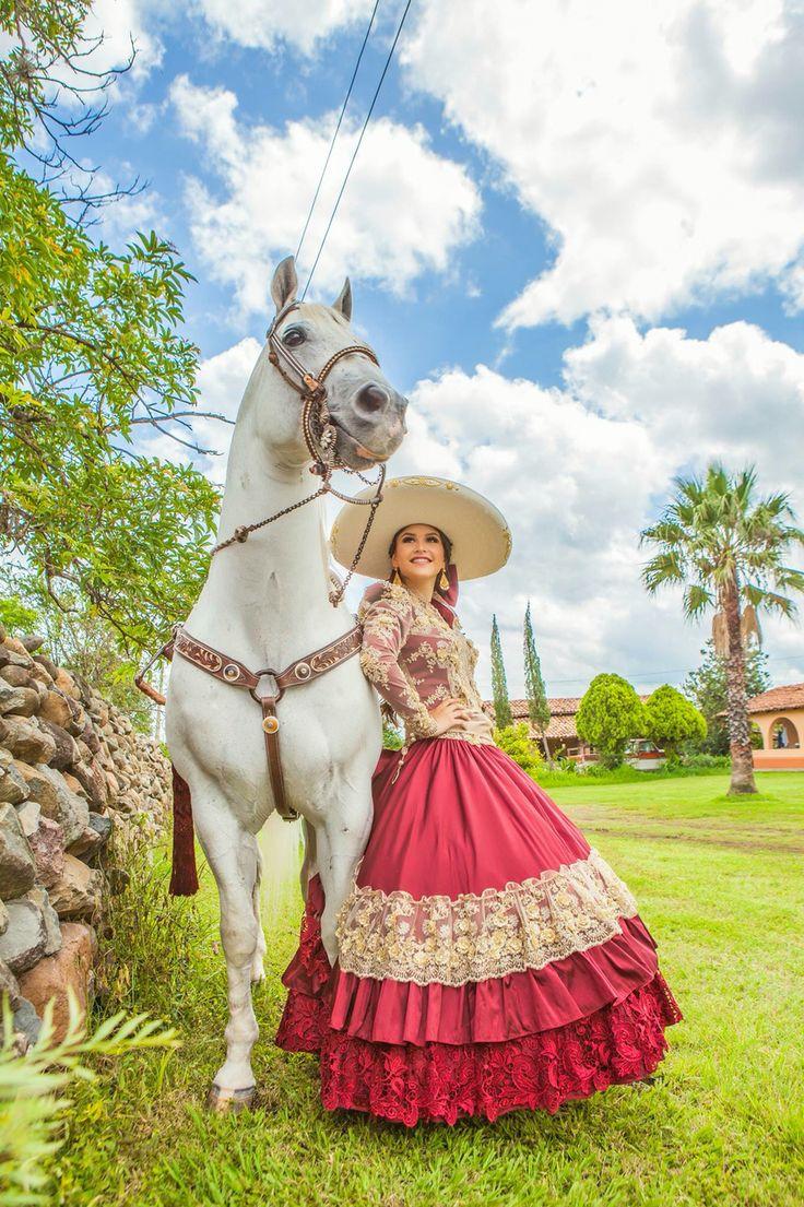 Mexicana en vestido hecho a mano