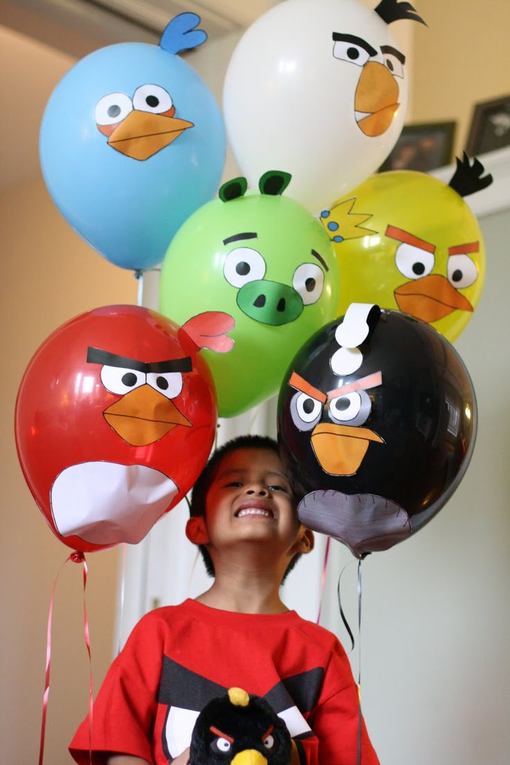 Angry Birds Balloons-site has cute ideas for Angry Birds theme party.