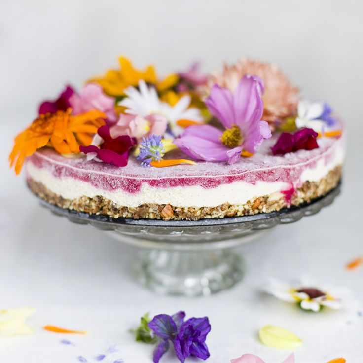 flower power cake: Power Cakes, Cakes Recipes, Green Kitchens, Flowers Power, Gluten Free, Flowers Cakes, Vegans Cakes, Edible Flowers, Birthday Cakes