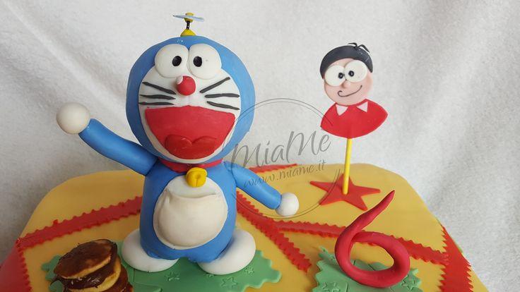 Doraemon e bambino -Topper torta/statuina regalo. MiaMè - Handmade - creazioni in pasta di mais personalizzate, visita la mia pagina e contattami per info https://www.facebook.com/miame.it/