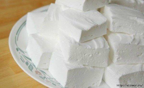 Ингредиенты: - кефир - 1 л; - сметана нежирная - 3/4 стакана; - сахар - 1 стакан; - желатин - 2 ст. л; - вода - 2 стакана; - ванильный сахар - 1/2 пакетика.  Способ приготовления: 1) Желатин замоч…