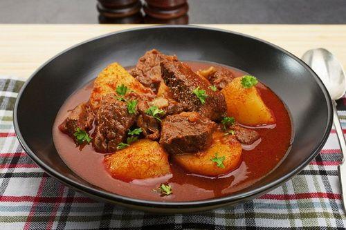 Гуляш из говядины - Рецепты гуляша из говядины - Как правильно