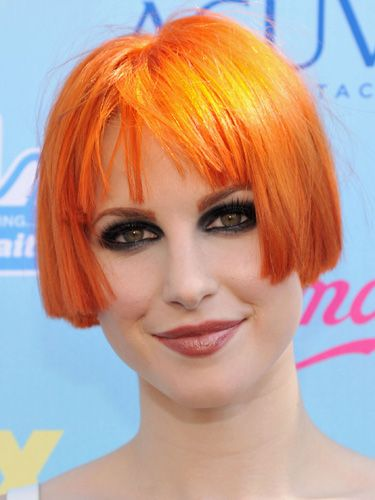Hayley Williams debuts SUPER short hair at Teen Choice Awards 2013