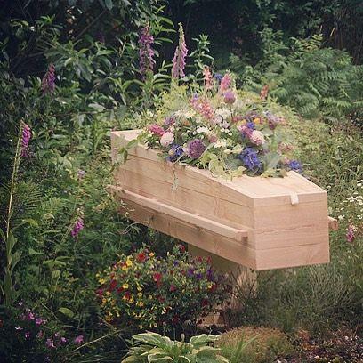 From nature to you   #wood #woodworking #woodwork #craft #craftmanship #nature #naturelovers #natuur #milieu #milieubewust #eco #ecofriendly #lux #kist #coffin #funeral #funeralflowers #rouwboeket #bloemen #inspiredbynature #uitvaart de luxcompagnie