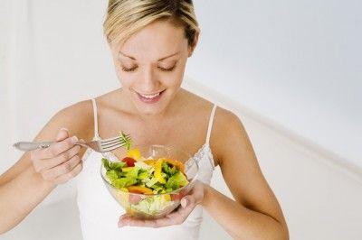 Adelgaza sin sacrificios. Disfruta de este top 4 de ensaladas para bajar de peso muy fáciles de preparar y lo mejor es que están deliciosas.