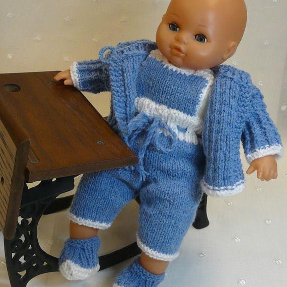 Vêtement poupon 35 - 40 cm - salopette, gilet et chaussons tricotés main en laine bleue et blanche