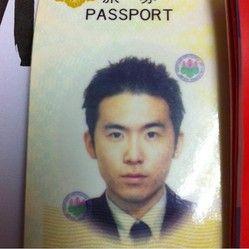 斎藤司のパスポート写真(2011年8月投稿)(画像は『トレンディエンジェル斎藤司 Instagram』より)