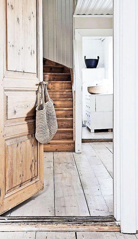 wood / minimal