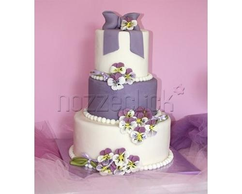torta artistica a ripiani bianca e viola #nozze #torta #matrimonio