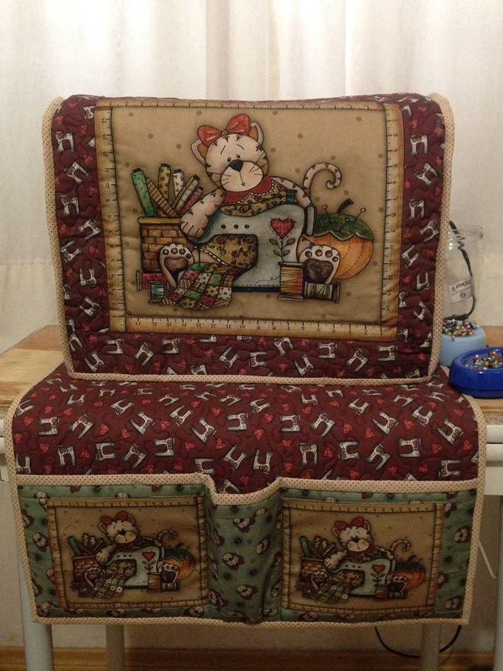 Cláudia Sakamoto: Capa e tapete para máquina de costura                                                                                                                                                                                 Mais