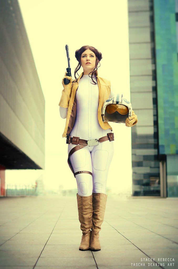 Awesome Princess Leia cosplay inspired by Terry Dodson's work.