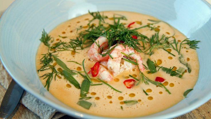 Rekesuppe «Reker i snøen» - Litt ekstra chili eller kajennepepper fremhever skalldyrsmaken i rekesuppa.