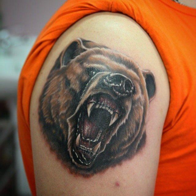 Татуировка -  медведь . Работа выполнена двумя сеансами (основной и коррекция),  тату мастером Вадимом в студии профессиональной татуировки и пирсинга EVOLUTION. www.evotattoo.ru. #tattoo #style #bear #art #photo #color #portrait #ink #tattooa