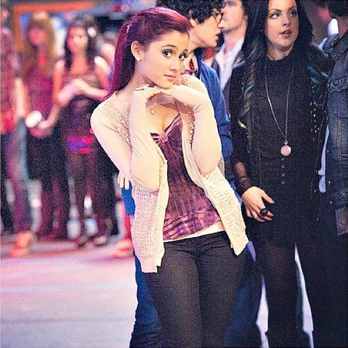 Ariana Grande and i see Elizabeth Gillies in the background