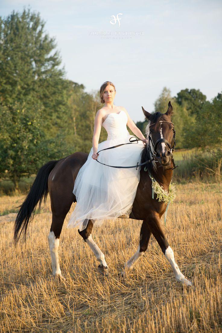 wedding session with a horse / horse friend's wedding / sesja ślubna z koniem / fot. Aurelia Frydrych Fotografia