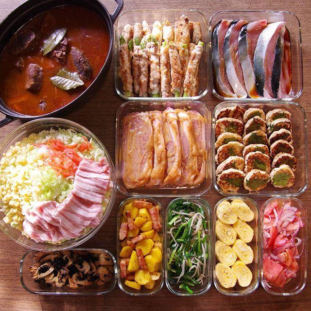 冷凍庫を一掃したら、結果、肉祭り。 鹿肉の赤ワイン煮/豚肉のアスパラ巻き&キムチ巻き/ブリ照り焼き/お好み焼き/豚肉味噌漬け/豆腐しそつくね/ちくわとひじきの煮物/カレージャーマンポテト/ニラもやし/卵焼き/トマトとアーリーレッドの即席マリネ これと、蒸し鶏と味玉。 #作り置き #常備菜 #おかず #つくりおき #つくおき #ストックおかず #料理 #クッキングラマー #cooking #instafood #foodphoto #staub #ストウブ #うちごはん #ごはん #instacook #instahomemade #delistagrammer #homecooking #cookingram #food #cooking #kurashiru
