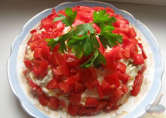 очень вкусный и эффектный слоеный салат с  курицей