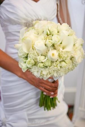 Bride holding a white Rose and Hydrangea bouquet, by Joche W. Floral & Events in Dallas, Texas.