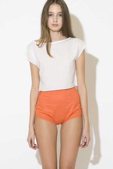 Very sexy and very simple.: Street Fashion, Orange You Glad, Natural Beautiful, Hot Pants, Weights Loss Diet, Skinny Girls, Hotpant, White Crop Tops, High Waist Shorts