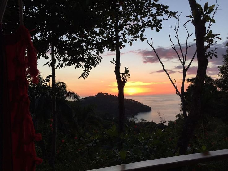 House in Quepos, Costa Rica. Central, elegant, luxurious. 485 sq ft (incl. balcony)  ocean/sunset view in Manuel Antonio. Located off Route 618 to beaches and National Park.  Granite kitchen, wash/dryer, new appliances, king-size memory foam mattress and two twin beds.  Walki...