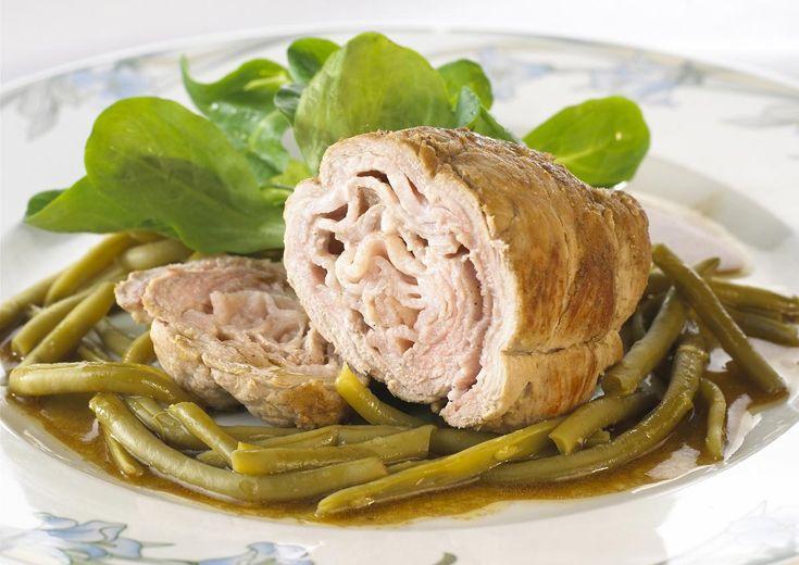 PAUPIETTES DE VEAU HARICOTS VERTS     Préparation : 20 mn Cuisson : 25 mn Personnes : 4 Ingrédients • 4 fines escalopes de 120 gr • 50 g de beurre • 4 tranches de bacon, de lard de poitrine, ou jambon • 1 oignon, bouquet garni • 1 verre de vin blanc […]    Toutes nos recettes sur http://interbev-bretagne.fr/les-recettes/     #Cuisine #veau #plat #recette #Interbev #viande #Bretagne
