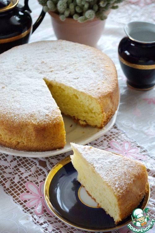 кекс творожный -  он не приторно сладкий, у него вкус и запах сгущенного молока.