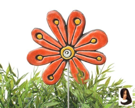 #Blumenkunst im Garten #Blumenornament #Gartendekor #Gartenmarker #Pflanzenpfosten   – diy-projects-with-cement