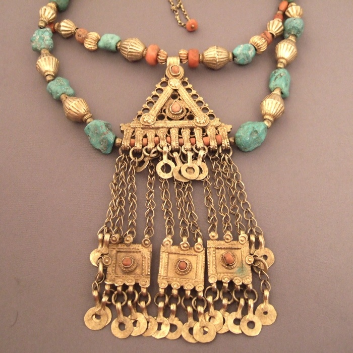Silver, gilded, turquoises, corals, Yemen     Description     The silver technic in jewelry is due to  jewish crafstmen who exported it to Yemen and Ethiopia and then to Maghreb and finaly in the entire world.This technic is born in the hellenistic world...      Weight:162,4gr