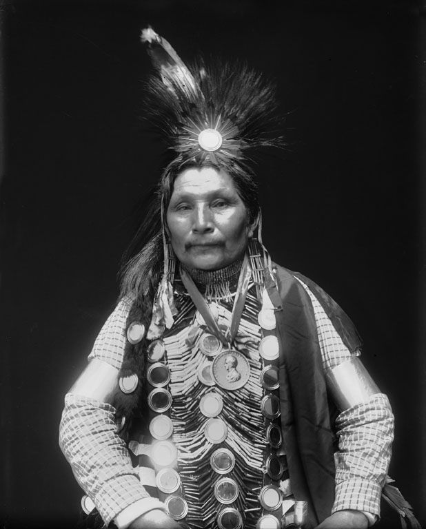 ojibwe indians The ojibwe, ojibwa, or chippewa are an anishinaabeg group of indigenous  peoples in north  during its indian removal of the 1830s, the us government  attempted to relocate tribes from the east to the west of the mississippi river as  the.