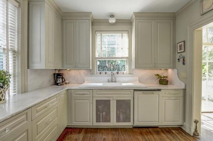 love the cut of the side section backsplash...Atlanta's Marble Hill House is for Sale