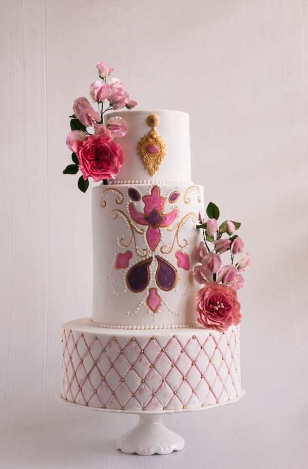 white-embroidery-inspired-cake-41