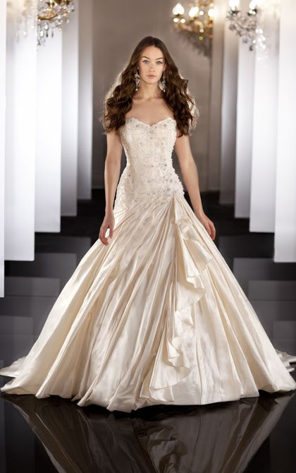 Princess wedding dress by Martina Liana. (Style 469)