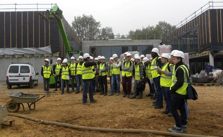 C'est dans le cadre du partenariat avec la Plateforme Technologique Efficacité Énergétique de Cahors que les étudiants en BTS Fluides-Énergies-Domotique du lycée Louis Vicat de Souillac ont pu bénéficier, ce jeudi 8 octobre, d'une visite guidée par le coordonnateur de la PFT, Ludovic Puydebois.