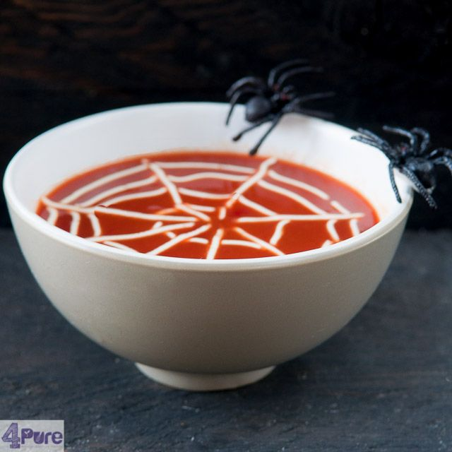 Creamy tomato soup for Halloween - english recipe - While this tomato soup for Halloween might look scary, it is very nice and creamy because of the web. A real delicious soup (even if it is not Halloween).