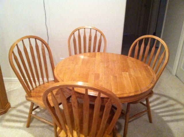 Utah Oak Dining Chairs ~ Oak dining table set has four chairs and a leaf
